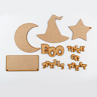 Karacter Krafts 4 x MDF Shaped Plaques & Halloween Word Phrases-650700